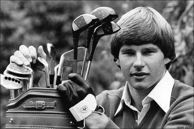 Heute geht es mit den 80er Jahren in meinem 50 Jahre Rückblick weiter! 1980 Tom Watson ist der erste Golfer auf $ 500.000 Preisgeld in einer Saison zu verdienen. Die Senior PGA-Tour ist geboren, mi…
