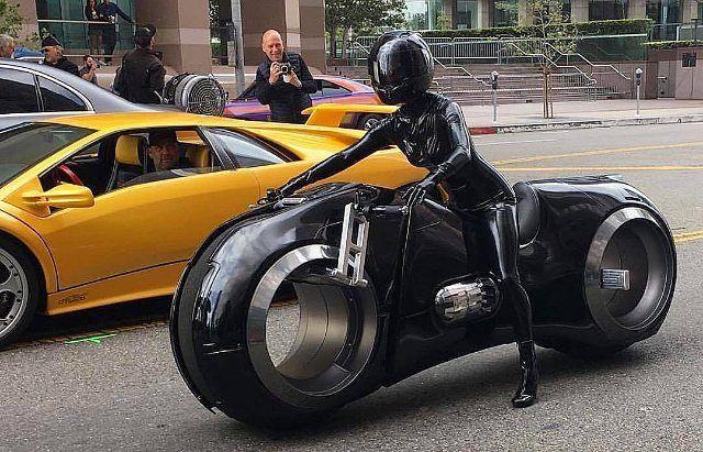 Tron Legacy Light-Bike Cosplay | Futuristic motorcycle, Tron bike, Futuristic cars