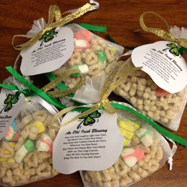"""St. Patrick's Day """"Lucky Charm"""" Bags - crafts for preschool, toddlers, kids, kindergarten"""