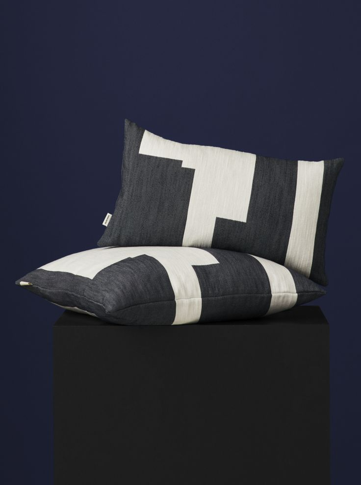 The woven pattern is inspired by Malene Birger's own pieces of art and paintings, just as the cushions Wave and Brush.