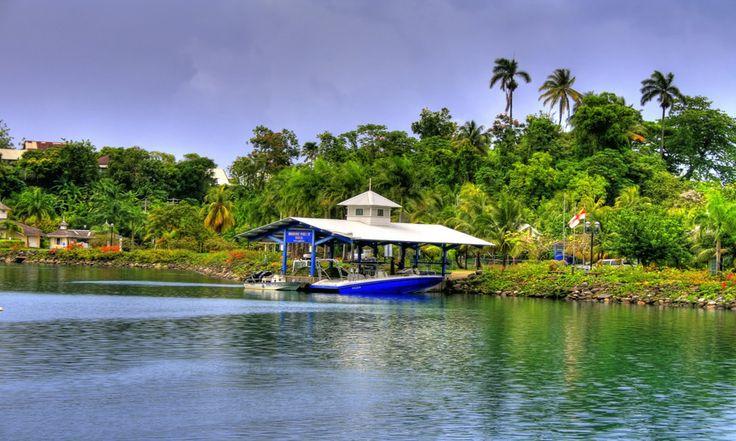#Jamaique #PortAntonio . Ville historique de la colonisation espagnole à l'architecture typique, Port Antonio fait partie de cette Jamaïque sauvage, vivante et ensorceleuse. Regorgeant de magnifiques plages comme celle de Blue Laggon Beach, ce petit paradis terrestre est connu pour avoir été le lieu de tournage du film Le Lagon Bleu avec l'actrice Brooke Shields. http://vp.etr.im/XY