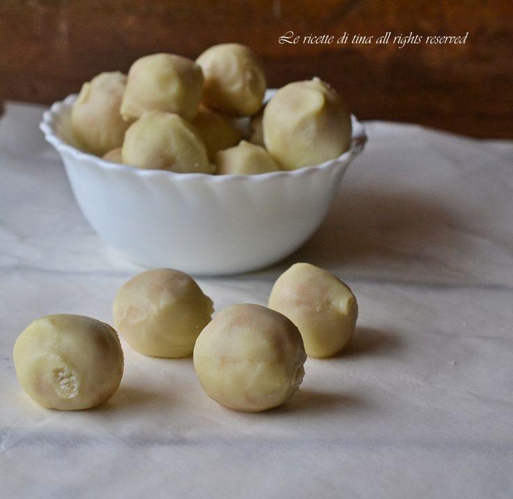 Tartufi al limoncello con cioccolato bianco,dolcetti da servire a fine pasto facili e golosi