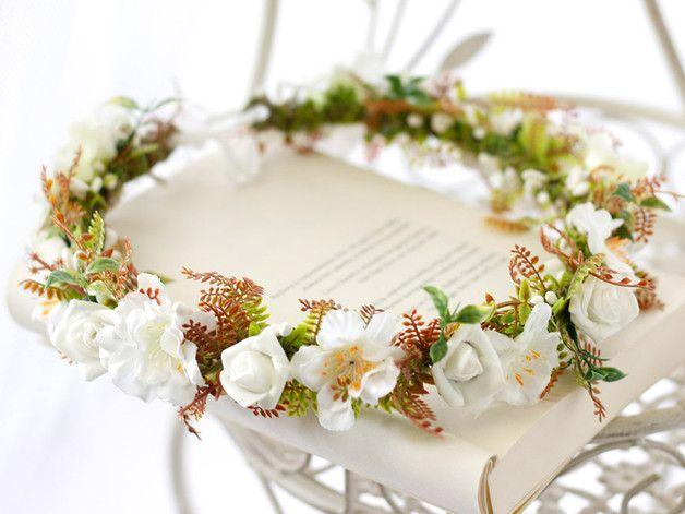 Kwiatowy Wianek Na Glowe Kwiaty Do Wlosow Ozdoby Do Wlosow Stworzone Z Miloscia W Chelmza Polska Przez Lola White Table Decorations Decor Wedding