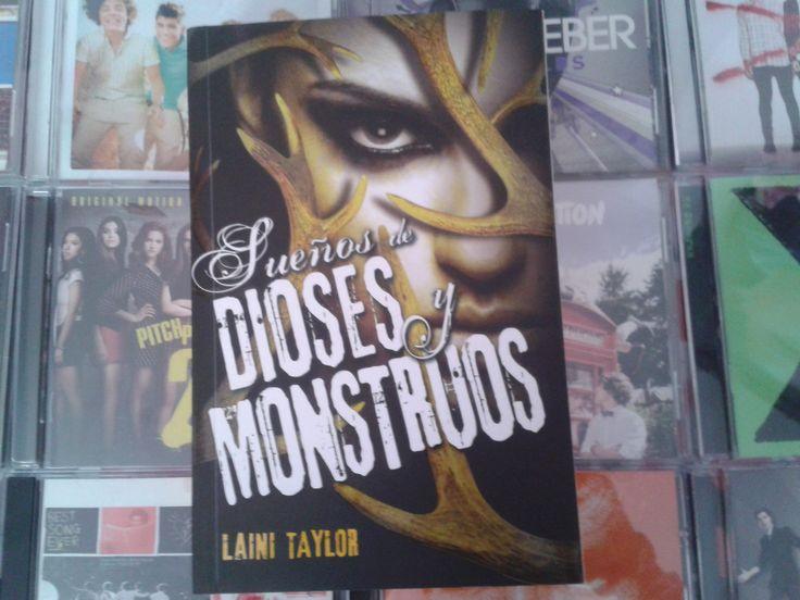 """""""Sueños de dioses y monstruos"""" escrito por Laini Taylor:"""