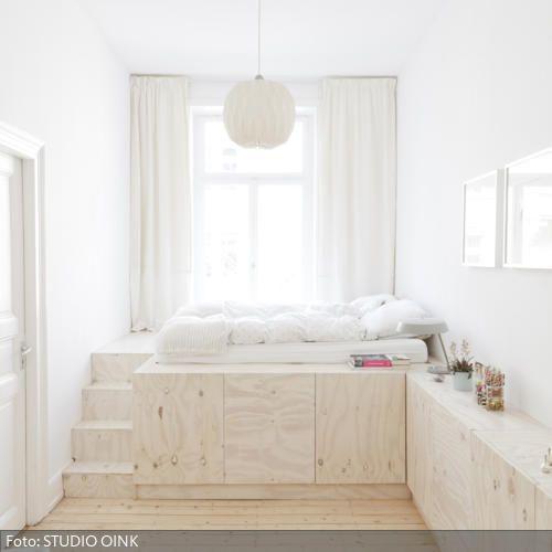 sonderanfertigung sideboard podestbett kombination vom bett aus hat man einen wunderbaren. Black Bedroom Furniture Sets. Home Design Ideas