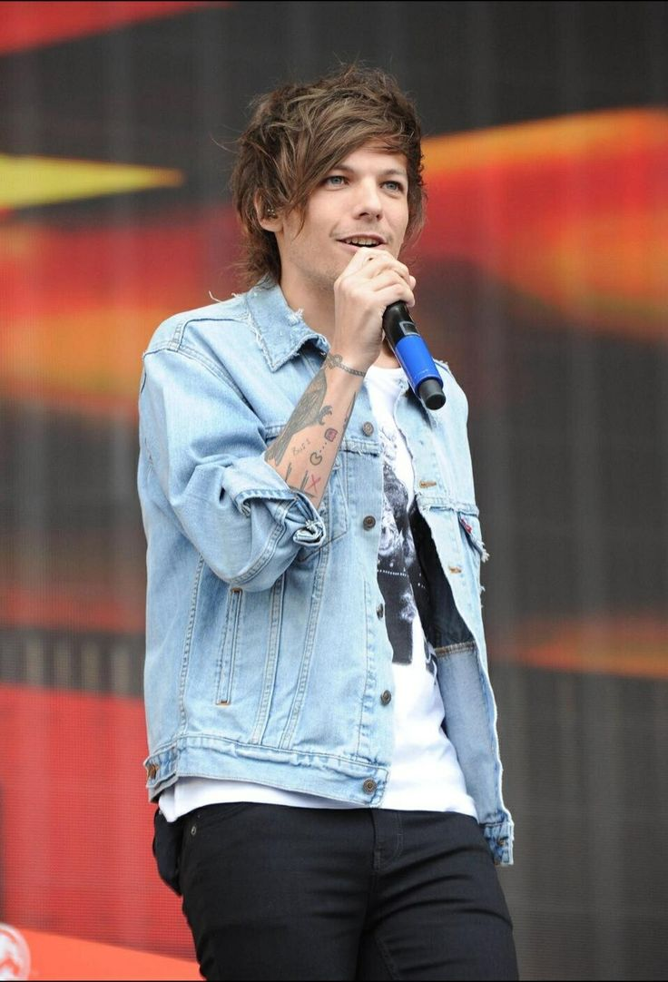 Louis tomlinson lets his hair down in manchester after splitting from - Louis Tomlinson