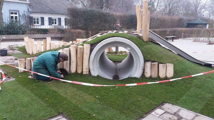 In aanleg: De klimheuvel van natuurspeelplaats Heer bij de Suringarschool en PSZ Taman Kanak Kanak in Maastricht.