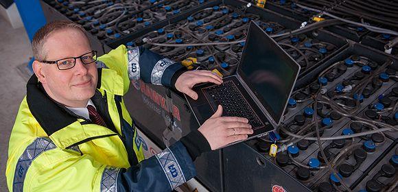 HHLA Hamburger Hafen und Logistik AG:  Der nachhaltige Optimierer: Boris Wulff, 38, sorgt als Projektleiter in der Terminalentwicklungsabteilung des Container Terminal Altenwerder dafür, dass die Anlage immer effizienter wird – und umweltfreundlicher.
