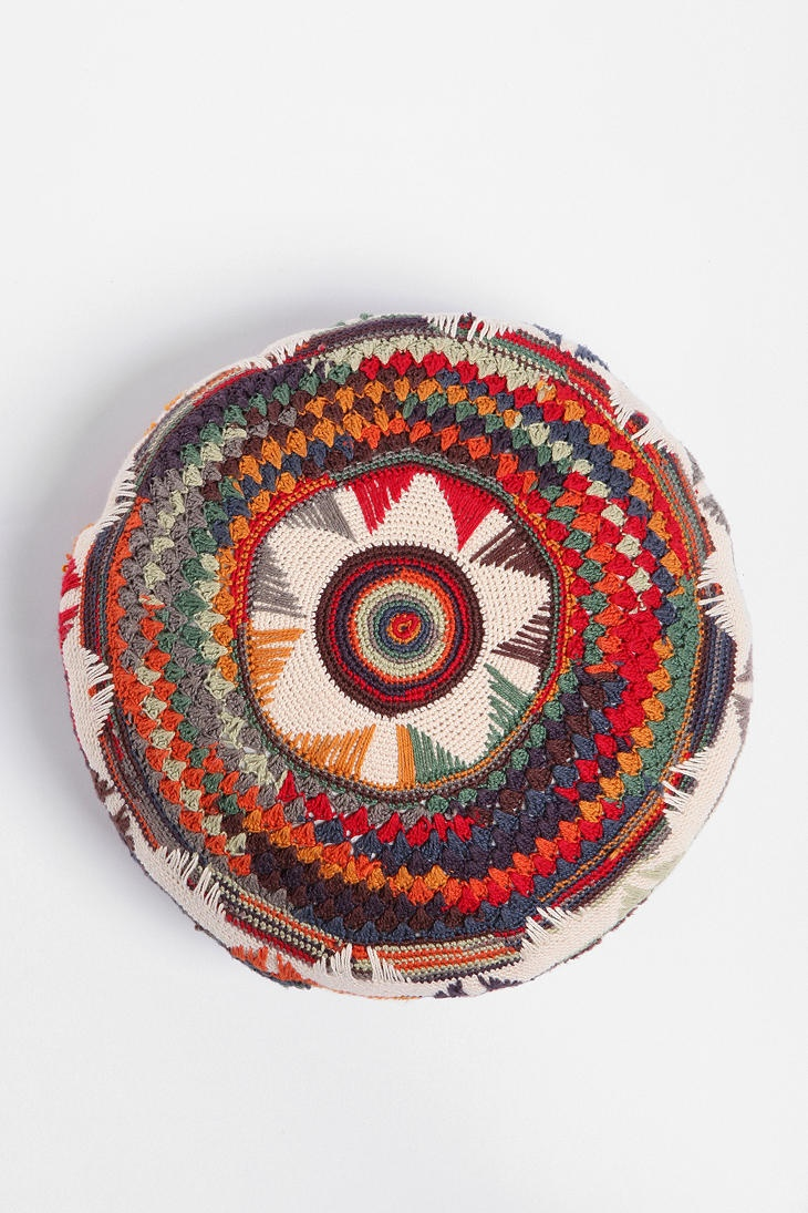Medallion Pillow ... I'm drooling over this pillow.. ha ha ha.  #UrbanOutfitters