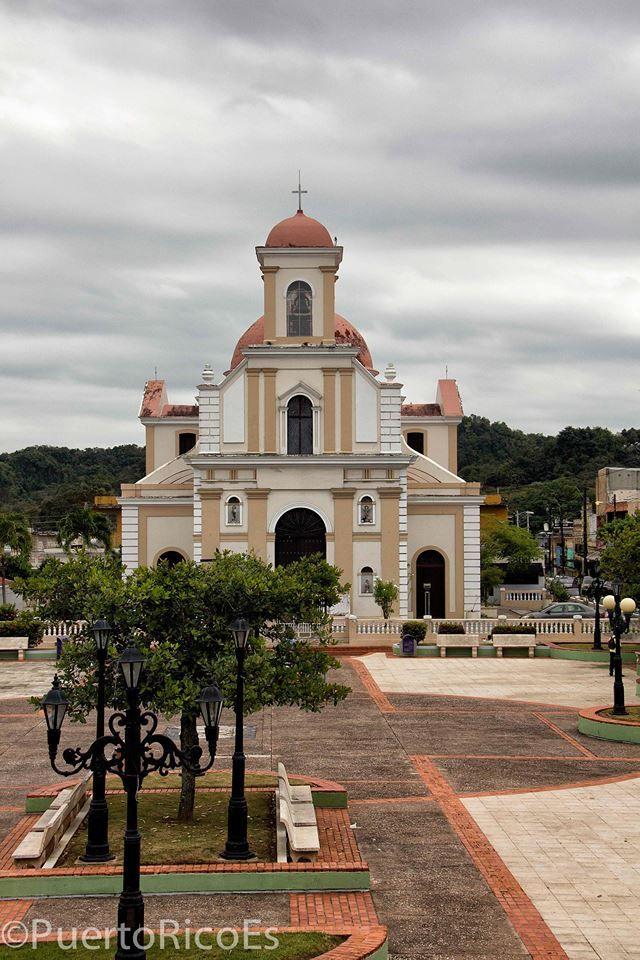 Downtown church.  La iglesia del pueblo. Vega Baja, Puerto Rico.