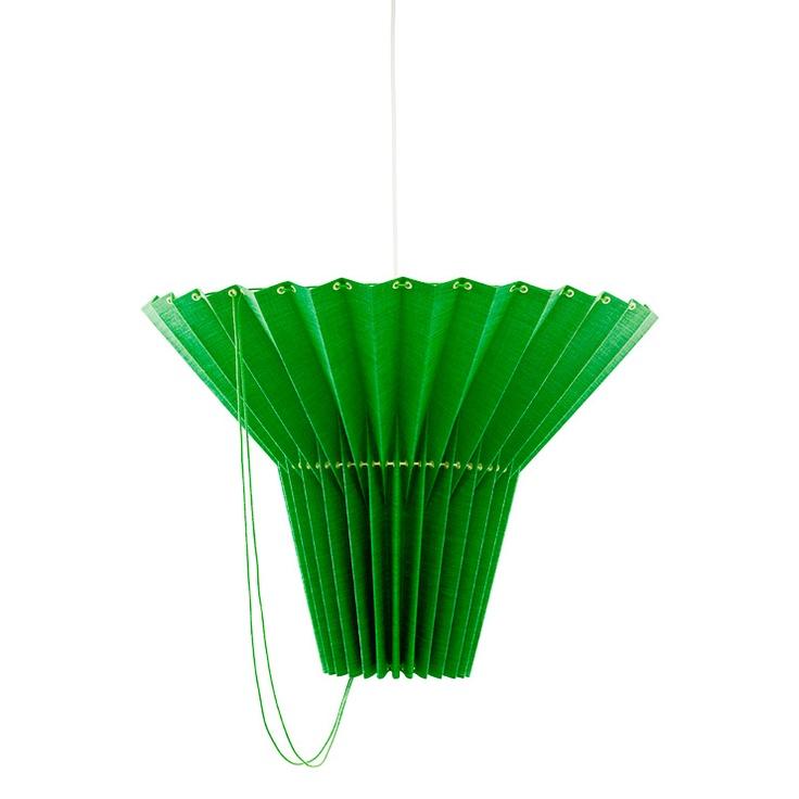 Smaragdgrön lampa, Greta, från Svenskt tenn.