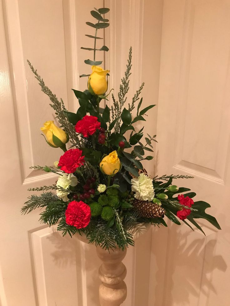 Roses and carnations arrangement