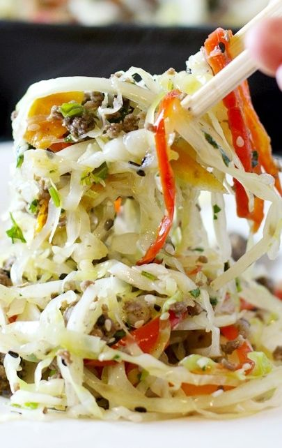 Asian Crack Salad ~ A ridiculously healthy and flavorful beef and veggie one dish meal... Tastes amazing!