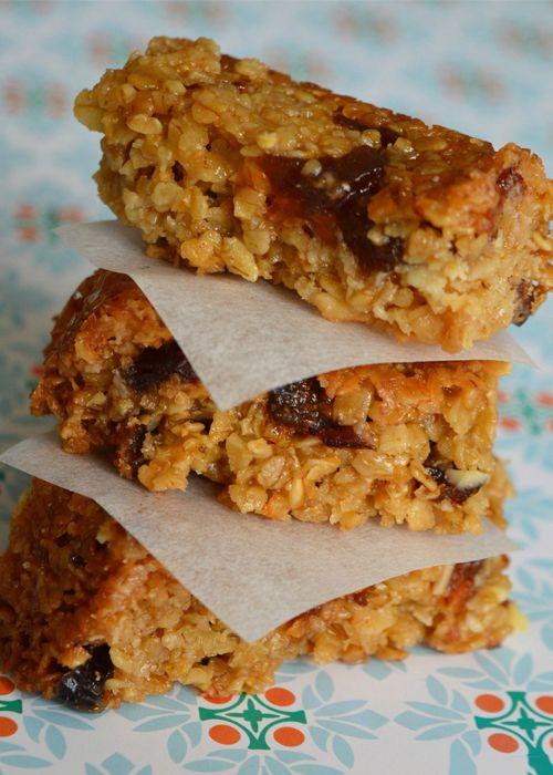 Recette Veggie | FlapJacks ou biscuits à l'avoine réalisée avec des flocons d'avoine, des amandes et des fruits secs (cranberries, abricots secs...)