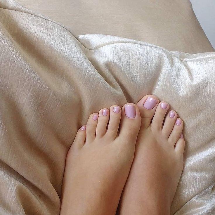 таиландском шоу-бизнесе красивые женские пальчики ног женщины хотят пообщаться