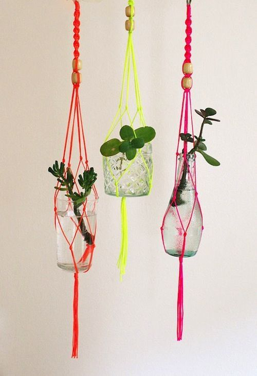Cool DIY vase hanger !! with different colors will look great ! colorful ! :)