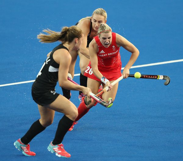 Lily Owsley Photos Photos - Lily Owsley of Great Britain breaks with the ball during the Women's hockey semi final match betwen New Zealand and Great Britain on Day12 of the Rio 2016 Olympic Games at the Olympic Hockey Centre on August 17, 2016 in Rio de Janeiro, Brazil. - Hockey - Olympics: Day 12