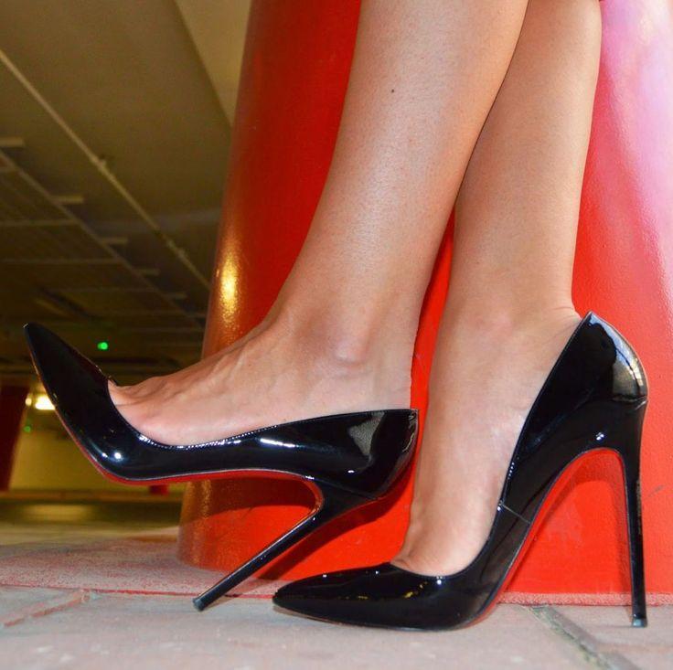 Вылизать туфельки на женских ножках замужней