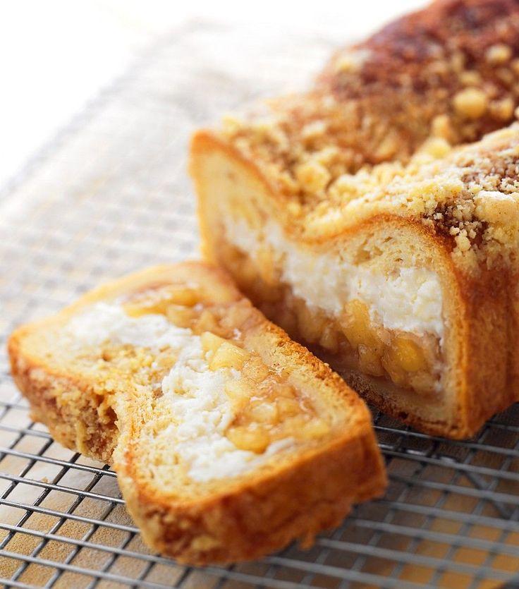 Unglaublich lecker!!!!! Kastenkuchen mit Apfel-Frischkäse-Füllung | http://eatsmarter.de/rezepte/kastenkuchen-mit-apfel-frischkaese-fuellung
