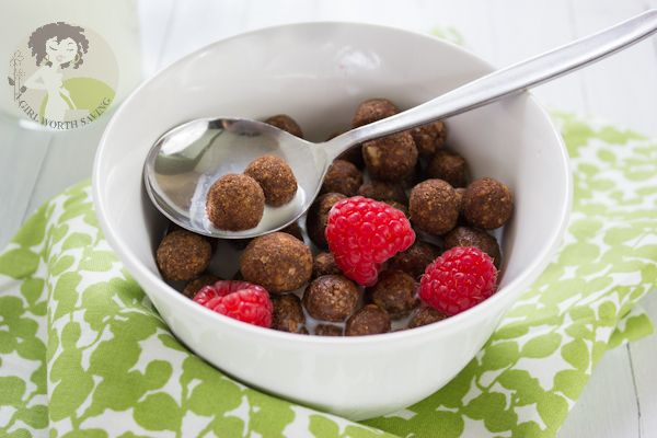 Cocoa Cereal 1 cup of almonds 1 tbsp of ghee or coconut oil ¼ tsp of sea salt 2 tbsp of Coconut flour 1 egg white 2 tbsp plus 1 tsp of Cocoa powder ¼ cup of honey