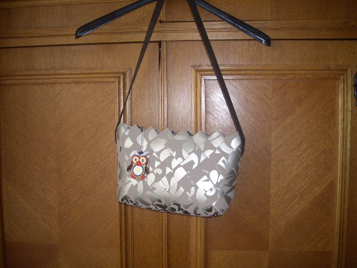 tapéta táska egy kis táska dísszel