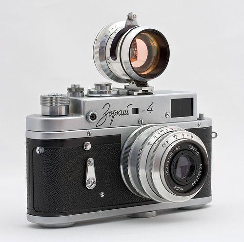 A copy of the Leica rangefinders from the Soviet Union circa 1956, just look at its beauty... ahh...