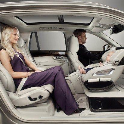 Volvo ønsket å skjemme bort barn og foreldre i bil og har kommet med denne løsningen. GENIAL spør du meg. Hva synes du? Se video på bloggen. #smabarnsforeldre #smabarnstips #sikringavbarnibil