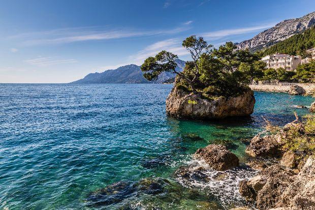 Nem kell feltétlenül repülőre ülni és átutazni a fél világot a gyönyörű tengerpartokért! Magyarországról elindulva akár 5-8 órányi a...