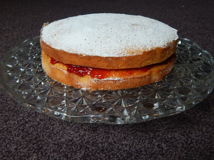 How to make a Victoria sponge!