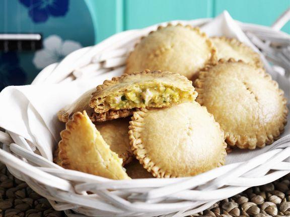 Teigtaschen mit Hähnchen-Mais-Füllung ist ein Rezept mit frischen Zutaten aus der Kategorie Pastete. Probieren Sie dieses und weitere Rezepte von EAT SMARTER!
