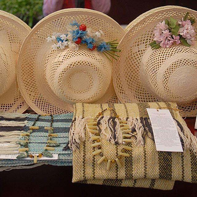 Paglie con piccoli bouquet fioriti e sciarpe in seta  tutto hande made... #ragazza #livorno #toscana #tuscany #moda #street #artigianato #artigian #cappello #hat #matrimonio #instaitalia #instaitaly_photo #instaitalian #fascinator #instagood #instadaily #instalike #madeinitaly #arte #paglia #fiori #seta