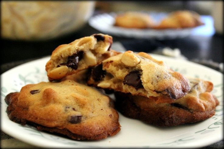 Cashew & Dark Chocolate Chunk Cookies