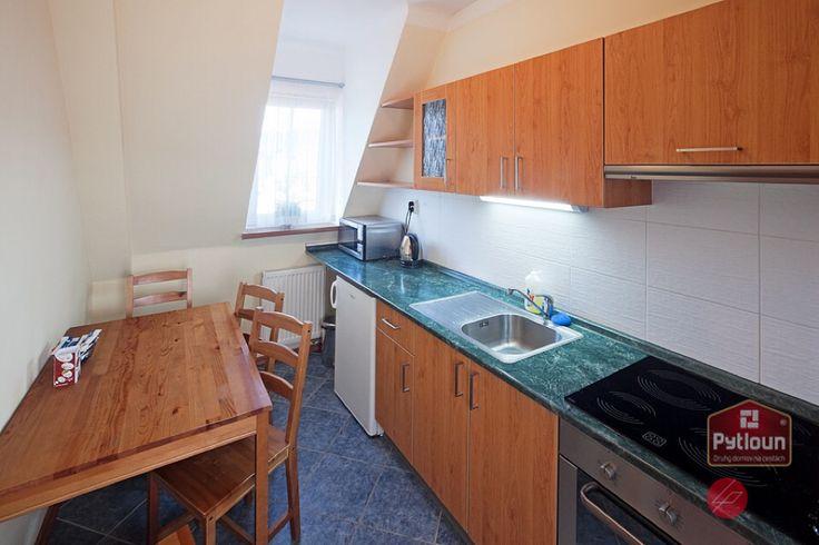 Rádi si na dovolené vaříte sami? Díky výborně vybavené kuchyňce na pokojích v Pytloun Hotelu*** Liberec budete mít možnost. #pytloun #liberec #accomodation #room #kitchen #cook #diy #hotel