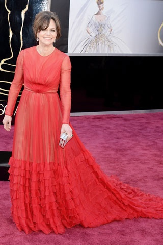 Sally Field    Elbise: Valentino http://elle.com.tr/fotogaleri_FotoGaleriDetay/1970.aspx#