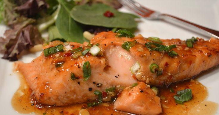 Un vrai délice, ce saumon, avec sa petite sauce sucrée, salée et épicée. J'ai trouvé cette bonne recette juste  ici .  Mise à part...