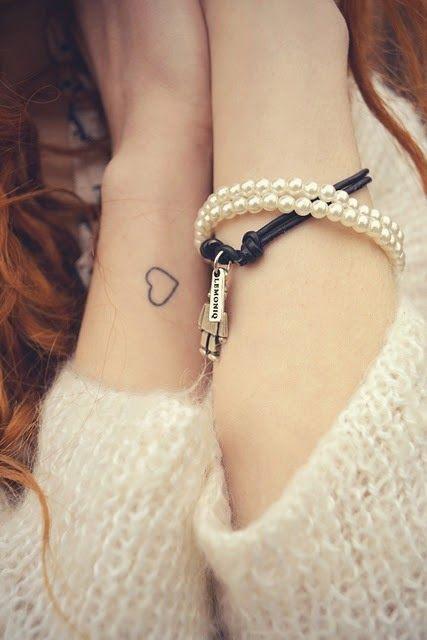 Tatuajes de corazoncitos muy femeninos
