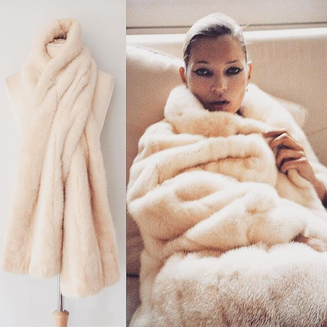 Doesn't Kate look fabulous snuggled up in this creamy mink wrap! Fortunately we have one just like it ☺️ -------------------------------------------- £200 -------------------------------------------- https://www.etsy.com/uk/listing/457519306/vintage-mink-fur-wrapstole?ref=shop_home_active_1 -------------------------------------------- #vintage #vintagefashion #vintagestyle #katemoss #throwback #white #mink#fur #luxury #luxurious #instafashion #style #fashion #fashionista #bridal #wedding…
