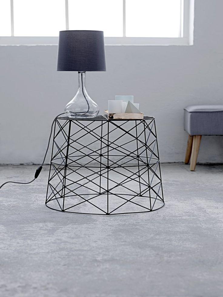 Tafellamp op draadtafel | Table lamp on black table | Bloomingville