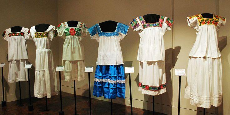 Vestidos tradicionales de la Huasteca Hidalguense.Hidalgo México