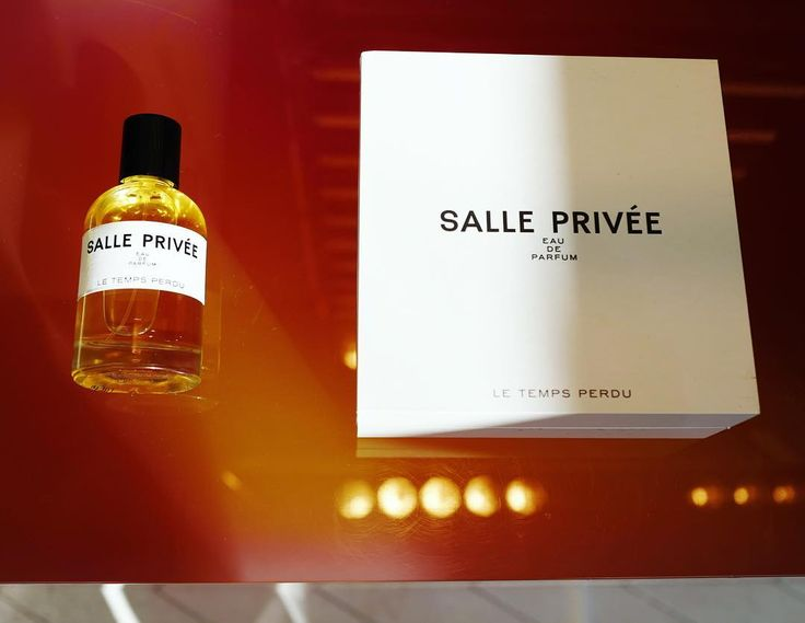Le Temps Perdu: an alluring and addictive Eau de Parfum with warm and animalic notes that complete a unique architectural character. Available in our store and at www.salle-privee.com. #salleprivee