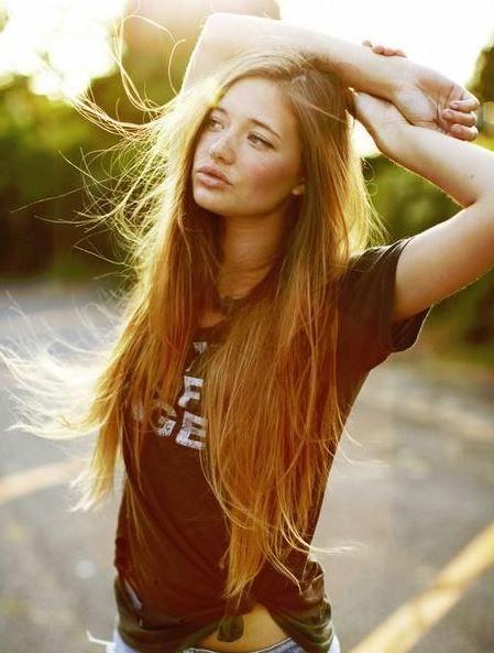 Örnek saç renkleri; Altın-kumral ve kahverengi veya Karamel-kahve saç rengi tonları çok güzel ve şık görünmenizi sağlar. Bal köpüğü saç rengi evde nasıl tutturulur? Bir çok kadını
