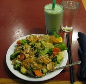 Vegetarian Pad Thai & a Macha Cha Cha with Boba