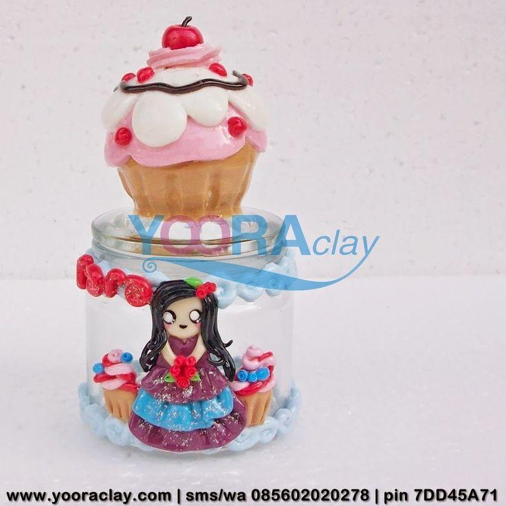 Toplesnya Fara  Toples/Gelas mini Hias Clay, tinggi rata-rata 10cm, harga tergantung desain, bisa untuk tempat permen, gula/kopi, aksesoris/perhiasan, manik-manik, dll :)