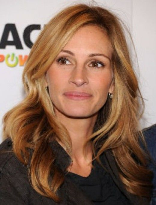 Julia Roberts - Honey & caramel color. Maybe I can convince Adrienne color my hair like this for summer!!!