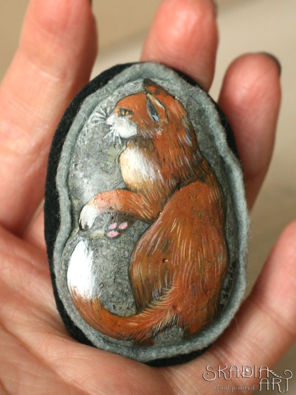 Stone brooch with hand-painted cat