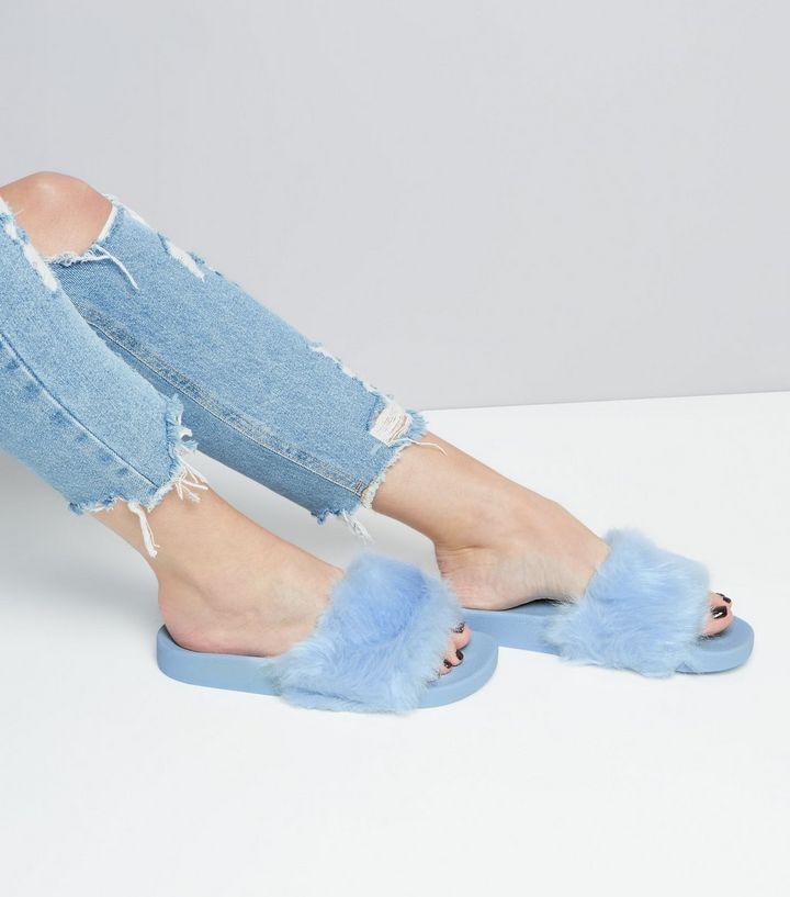 Mules bleu clair en fourrure synthétique | New Look