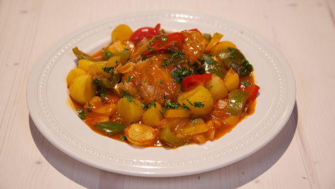 Paprikastoof met kip - recept | 24Kitchen