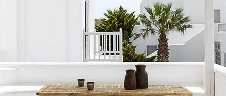 Dès que le soleil pointe le bout de son nez, l'envie de buller sur la terrasse refait surface ! Et si l'on s'inspirait des plus beaux aménagements de terrasses pour réinventer la sienne, au gré des tendances et de ses envies déco du moment... Terrasse immaculée sous le soleil de Mykonos ou patio coloré à Paris... Côté Maison a selectionné pour vous les terrasses les plus inspirantes des quatre coins du monde... pour relooker la vôtre avec style ! Embarquement immédiat !
