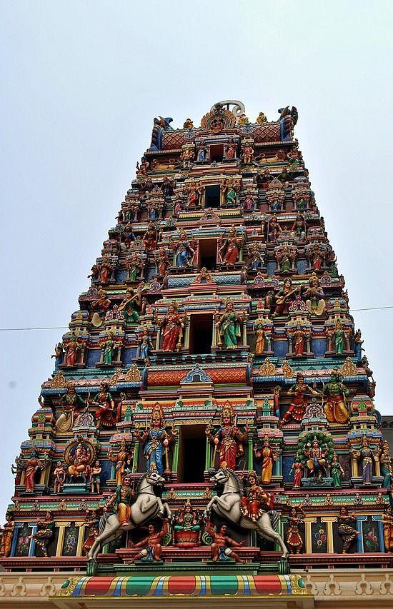 Kuala Lumpur, Malaysia, I've actually been to this one! Yay! | Sri Maha Mariamman Hindu Temple built in 1873... Este es el que está en la ciudad
