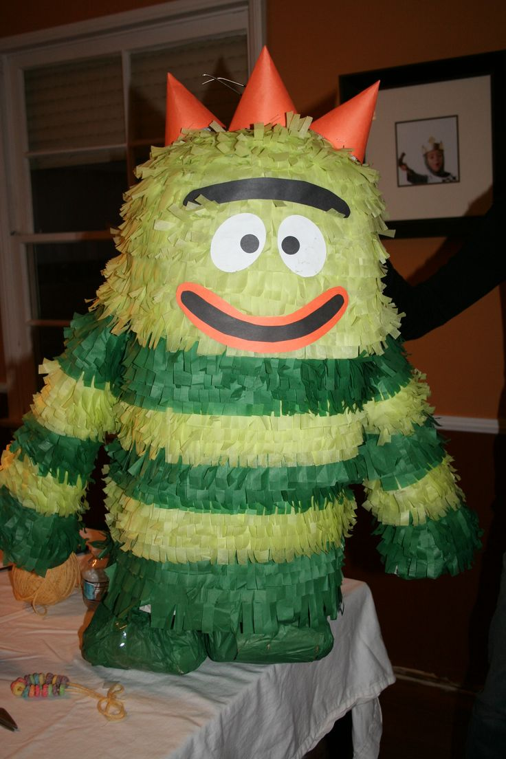 DIY Yo Gabba Gabba Pinata (links to other characters on page)